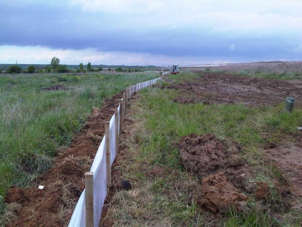Reptile fence installation